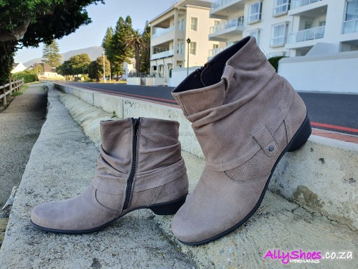 Aco, Ute 68, Taupe (size UK 8 only)