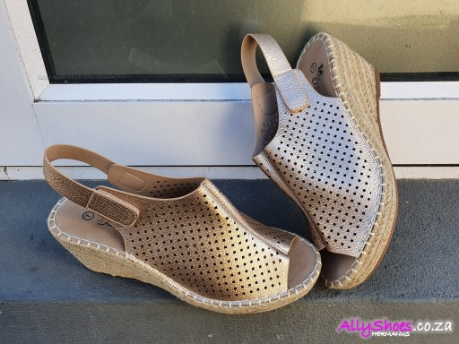 Butterfly, Marretimo, Champagne (size UK 8 only)