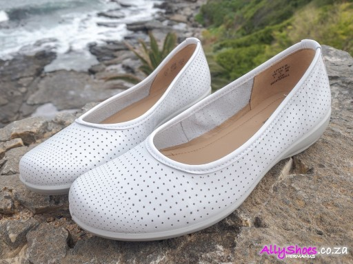 Hotter, Livvy II, White