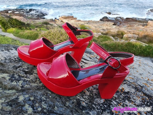 Ridu, LX 17, Red (size UK 4 only)