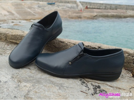Young Klinik, Abby, Navy (size UK 10 only)