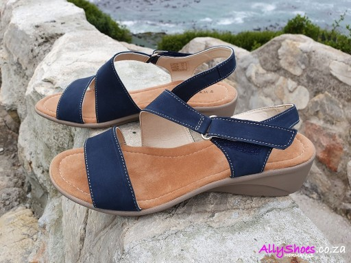 Young Klinik, Electra, Navy (size UK 9 only)
